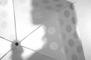 『白い傘を差し白い服を着た人』|世にも奇妙な都市伝説【長編・オカルト・怖い話】