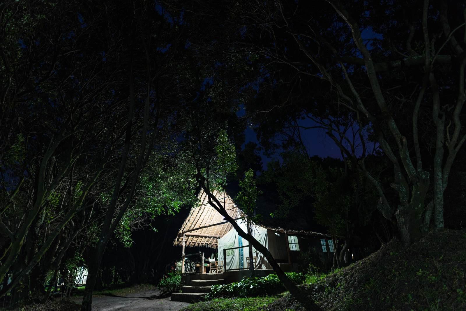 『四隅』|【名作 師匠シリーズ】洒落怖・怖い話・都市伝説