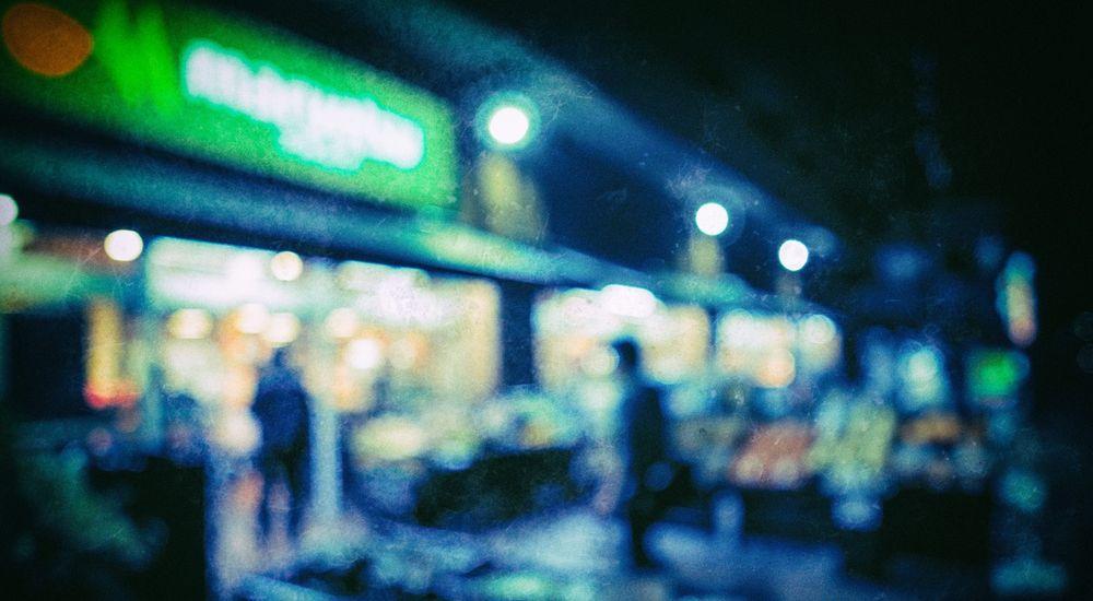 『深夜のコンビニでの出来事』コンビニにまつわる怖い話【3】|洒落にならない怖い話の体験談