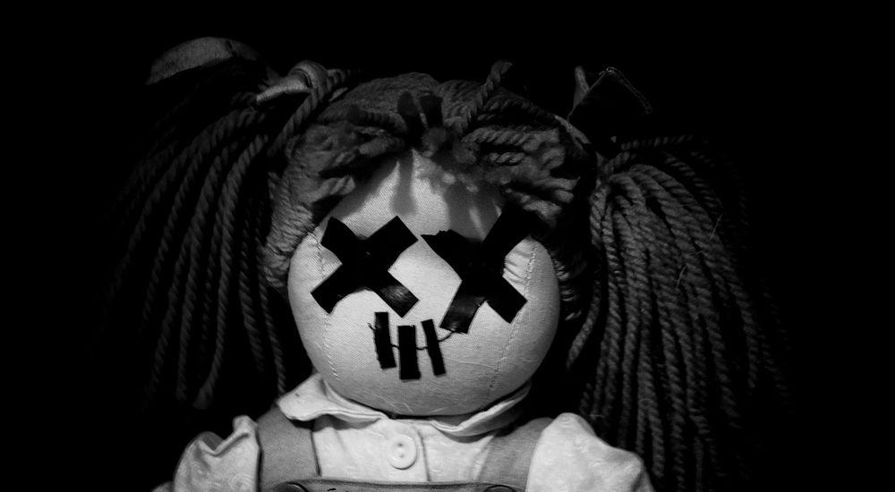 『潜り込んだ人形』人形にまつわる怖い話【14】|厳選 洒落怖名作まとめ