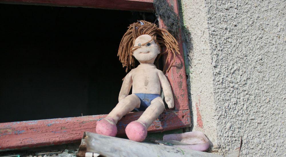 『逃げる人形』人形にまつわる怖い話【12】|厳選 洒落怖名作まとめ